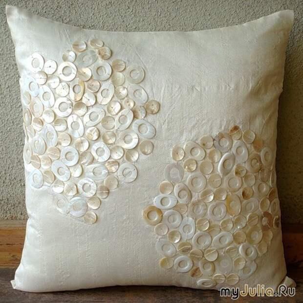 Декор подушек швейной фурнитурой