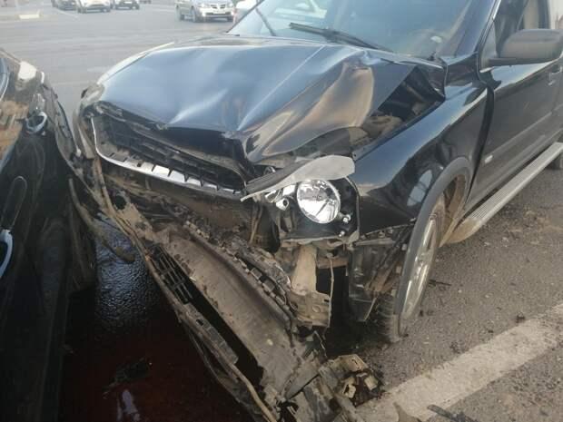 В столкновении двух иномарок на площади в Твери пострадала женщина
