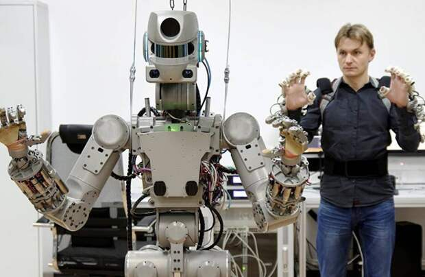 Почему ошибки антропоморфных роботов очень сильно раздражают человека