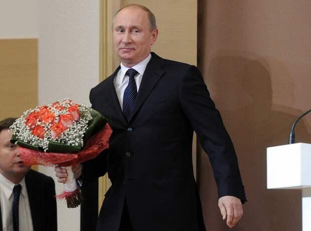 ВИДЕО: Очарованный девушкой Владимир Путин встал на одно колено