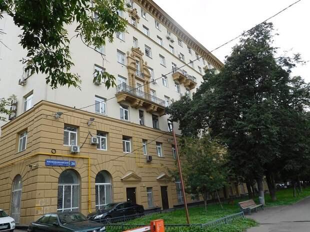 Дом на набережной М. Горького, где жил Пеньковский (сегодня – Космодамианская набережная)