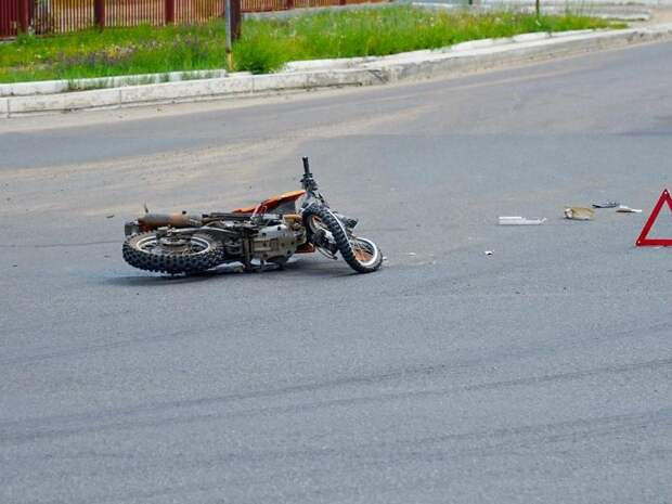 Мотоциклист въехал в столб в Карымском районе