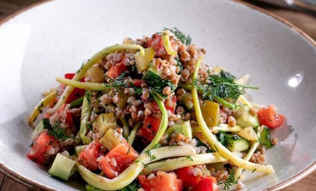Пускаем гречку на салат: едим вместо гречневой каши