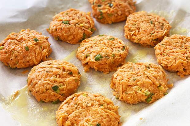 Фото к рецепту: Постные морковные котлеты