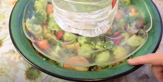 Маринованные зеленые помидоры по маминому рецепту. Как замариновать зеленые помидоры.