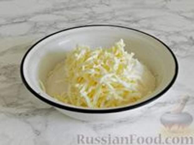 Фото приготовления рецепта: Королевская ватрушка с заливкой из сгущенки и шоколада - шаг №2