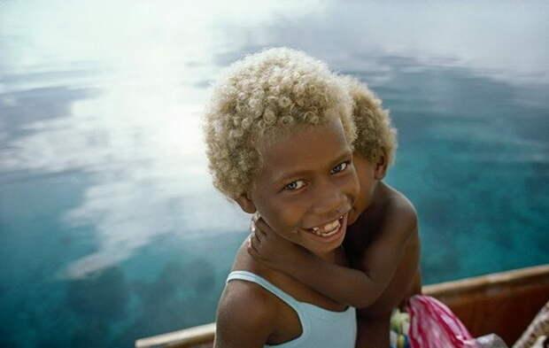 Темная кожа и светлые волосы: необычные жители Меланезии