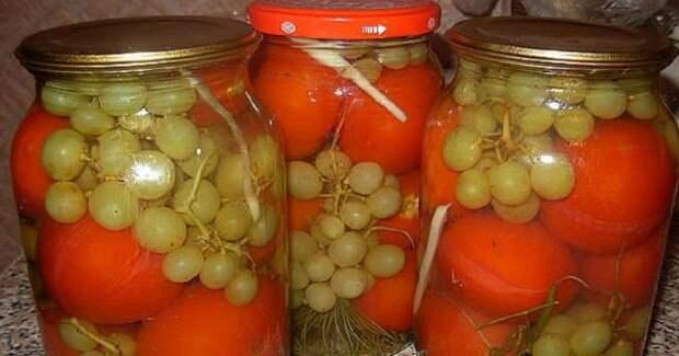 Маринованные помидоры с виноградом. Вкус получается такой, что потом не оторвешься