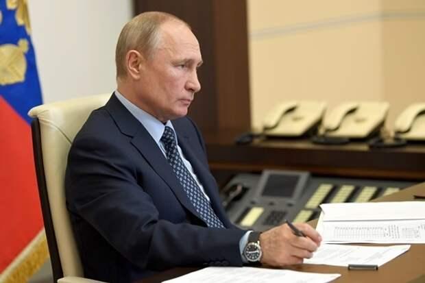 Путин разрешил дистанционное голосование на выборах и референдумах
