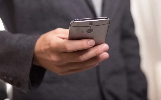 Мошенник в Свиблове заменил мобильники на мыло