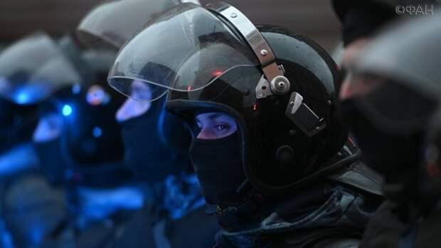 Подростка с саперной лопатой задержали на незаконном митинге в Москве