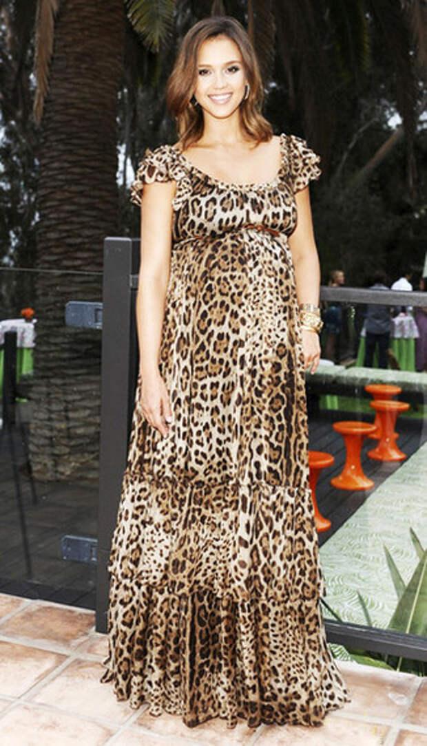 В ритме латино: 30 вечерних платьев Джессики Альбы