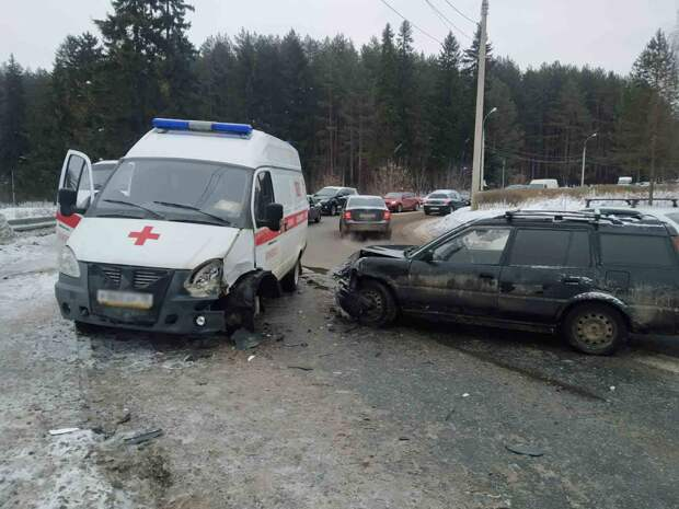 В Ижевске легковушка устроила ДТП со скорой