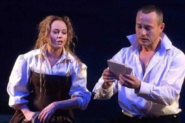 Елена Корикова и Дмитрий Исаев на сцене театра | Фото: 24smi.org
