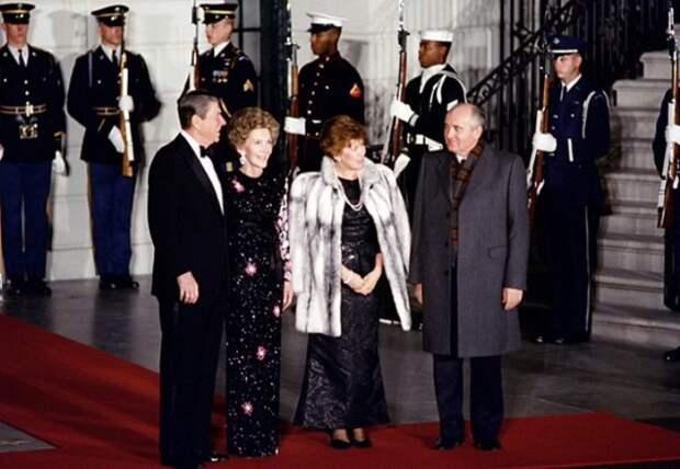 Чета Горбачевых во время визита в США, 1987   Фото: materiality.info