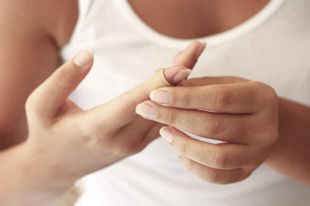 Фото №1 - Что сделать, чтобы быстро остановить кровь при порезе