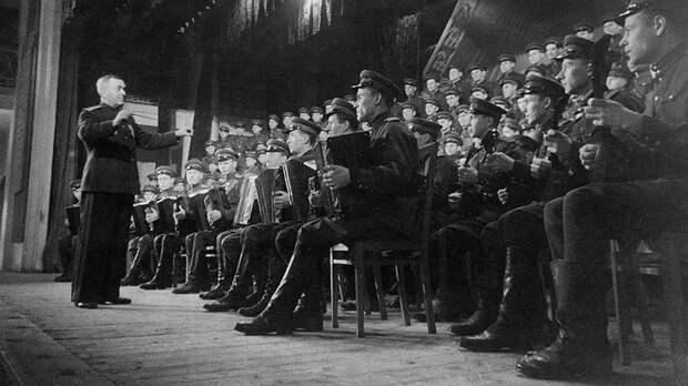 Почему Хрущёв запретил петь гимн СССР