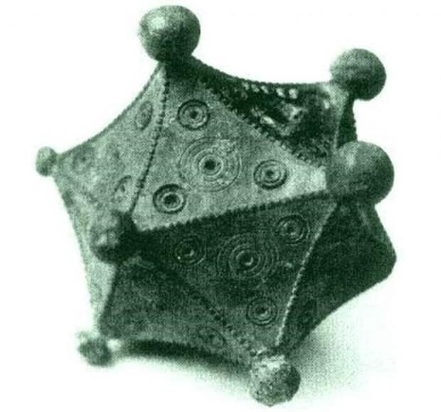 Римский икосаэдр, найденный Бенно Артманом.