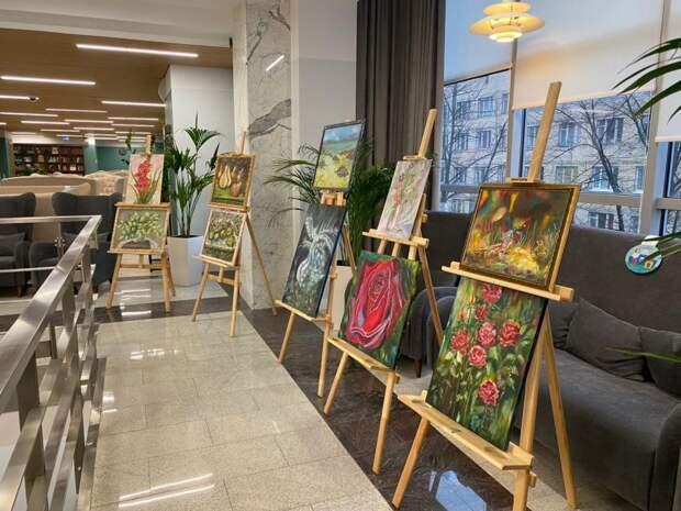Работы художницы из Головинского демонстрируются сразу на двух выставках