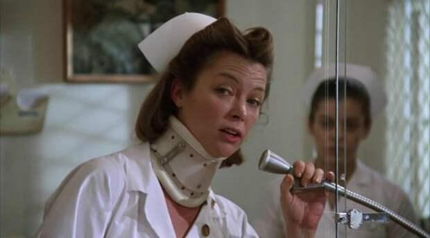 Луиза Флетчер в роли медсестры Милдред Рэтчед в драме 1975 года «Пролетая над гнездом кукушки»