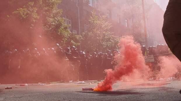 Аваков отправил своих националистов на штурм офиса Зеленского
