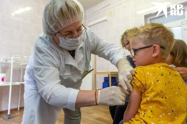 Как правило, БЦЖ ставят совсем маленьким детям. И прививка годами тренирует их иммунитет.