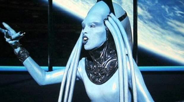 Как выглядит актриса, сыгравшая роль Дивы Плавалагуны в «Пятом элементе», и как сложилась ее судьба после фильма