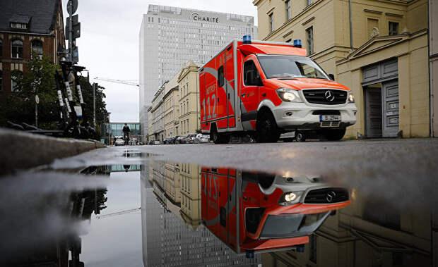 Скорая помощь у больничного комплекса Шарите в Берлине