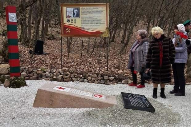 В Крыму установили памятник герою обороны Севастополя Александру Телецкому