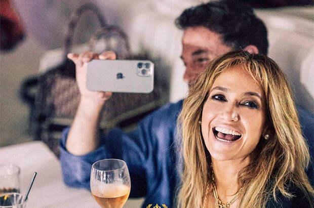 Поцелуи, вечеринка и культовый момент из клипа: как Дженнифер Лопес отметила день рождения с Беном Аффлеком в Сен-Тропе