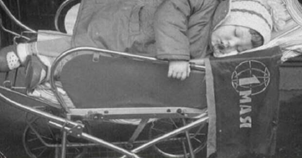 Миксер из юлы и коляска-танк: 7 практичных лайфхаков из советских газет и журналов