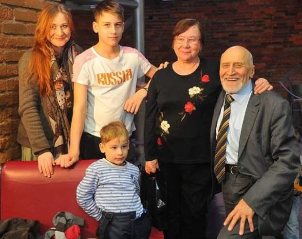 Николаю Дроздову – 83 года, и он единственный кормилец