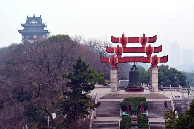 Запретный город: китайский Ухань закрыли из-за вспышки коронавируса