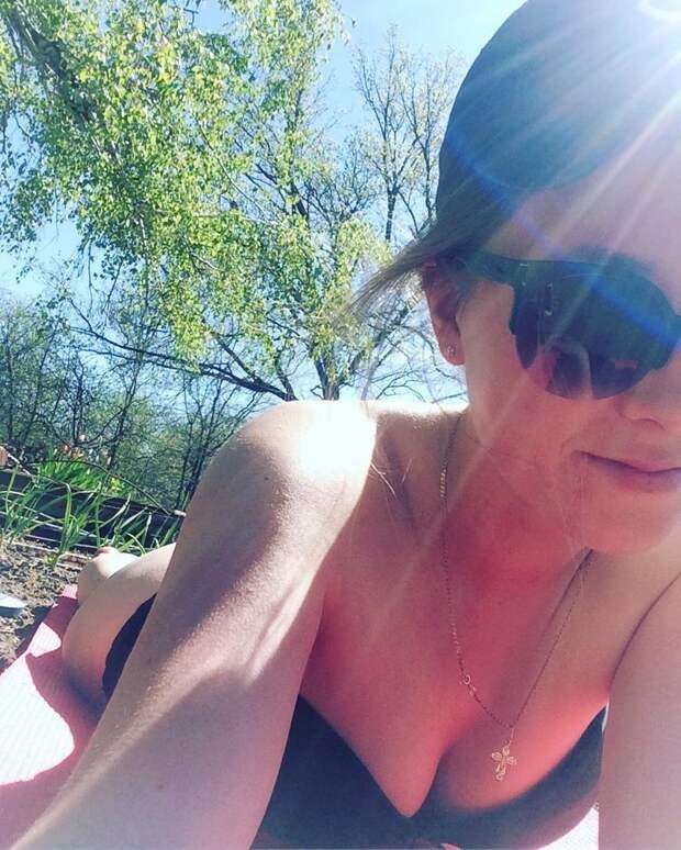 АнтиГеленджик: душой на море, а телом на даче антипляж, грядки, дача, девушка, загар, лето, солнце, юмор