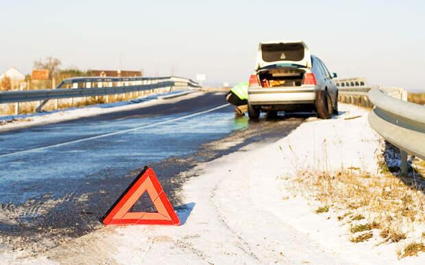 Кусок льда на дороге — объехать? наехать? тормозить?