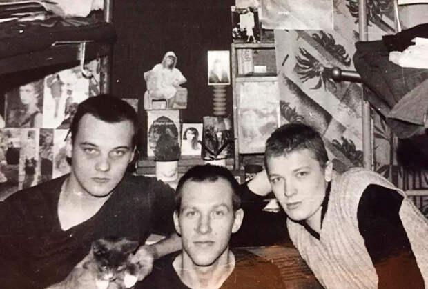 Слева направо: арестант с котом Пузырем, Михаил Орский и Бубль