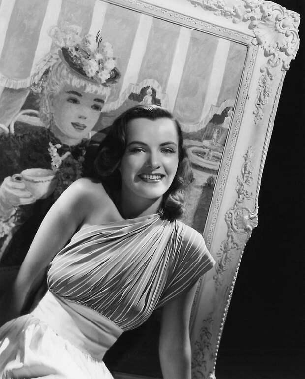 Красотка из 40-х Элла Рейнес