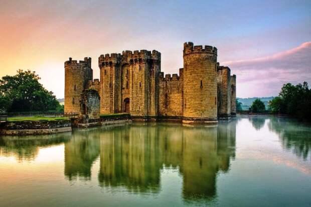 Замок Бодиам, Соединенное Королевство.
