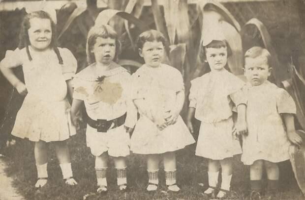 Почему мальчики носили раньше платья
