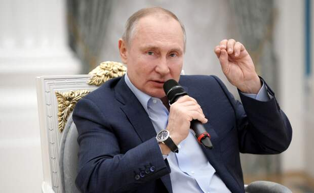 Путин запретил называть «шампанским» все зарубежные напитки