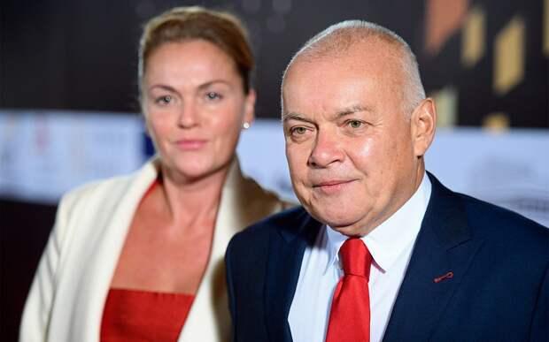 Уткин: «Жена Киселева очень дружит с Тутберидзе. Не потому ли в истории с Косторной она опять вся в белом кружеве?»