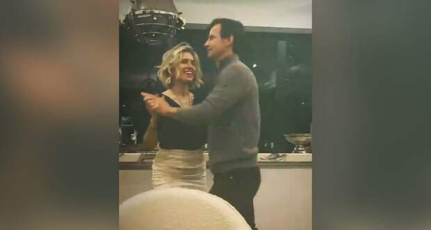 «Примерка нового платья вдохновила на вальс». Жена Семака показала, как кружится в танце с тренером «Зенита»