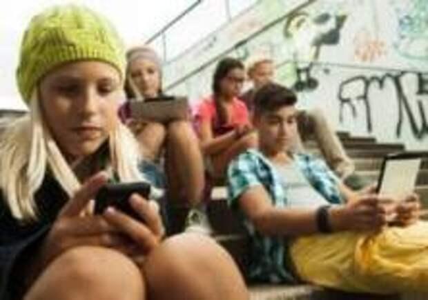 Во Франции запретили мобильные телефоны в школах