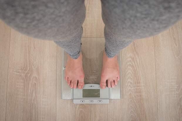 Диетолог объяснила, почему некоторые люди не могут потолстеть