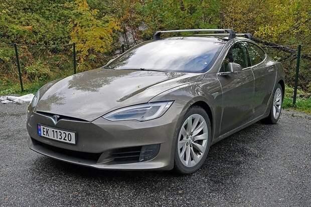 В США мужчина заживо сгорел в автомобиле Tesla Model S