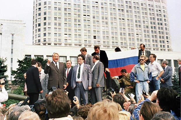 Самые яркие кадры последних месяцев существования СССР