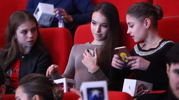 Трусова показала программу спятью четверными, Бойкова процитировала Блока. Реакция русских фигуристов наотмену ЧМ