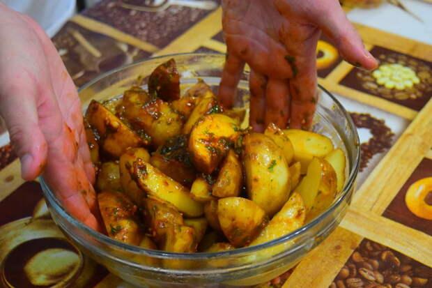 Тщательно перемешиваем Айдахо, видео, еда, картофель в духовке, своими руками