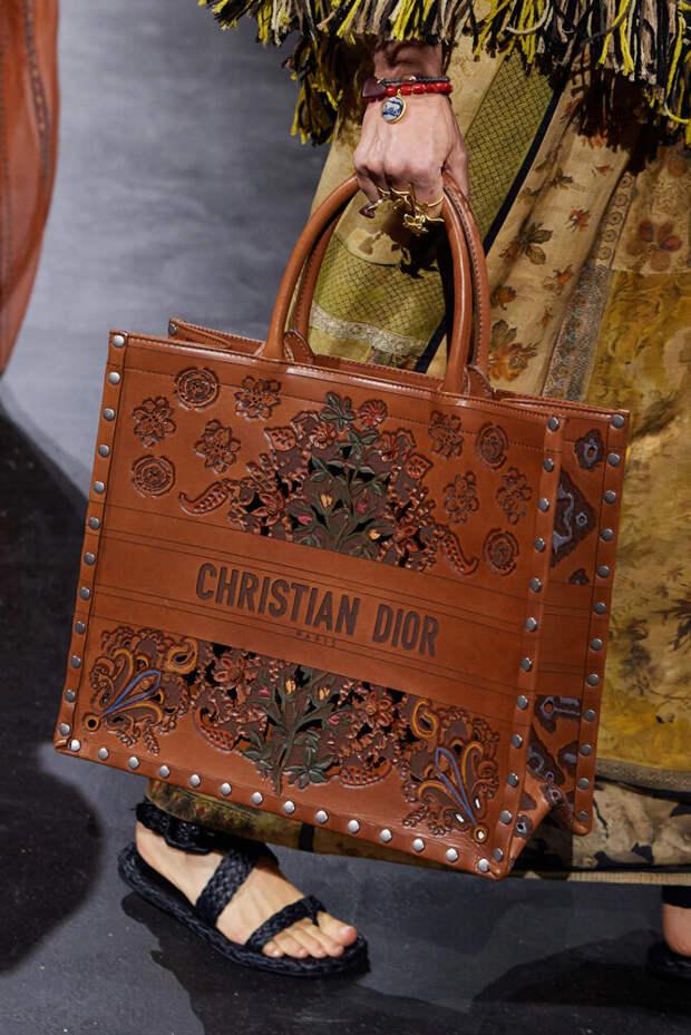 Коллекция сумок весна 2021 от DIOR