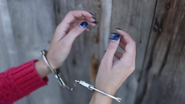 Жительницу Тосно задержали из-за бездействия при истязании ее детей